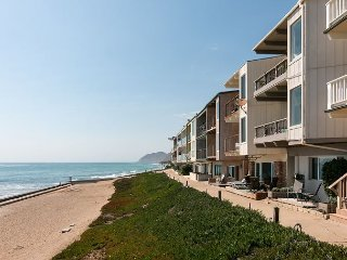 Lavish 2BR Beachfront Townhouse on the Pacific Ocean w/Sunset Views