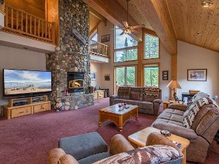 Tahoe Donner 5BR - Pool, 3 Decks, 2 Fire Pits, BBQ, Pool Table, Golf