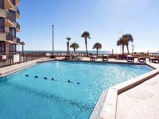 1BR Beachfront Condo w/ Balcony, Pool, Sleeps 4