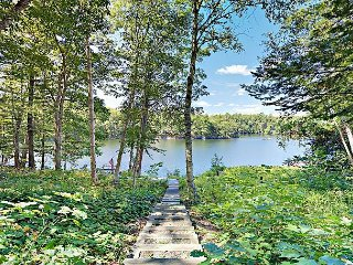 Gordon's Waterfront Retreat, 3BR Townhome on West Harbor Pond