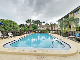 2BR Condo w/ Pool & Waterway Views - Walk to Beach, Near St. Petersburg-Clear
