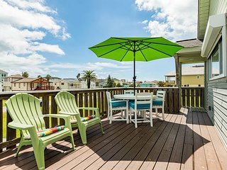 "Pet-friendly ""Mermaid Cove"" w/ Game Room & Deck - Near Beach"