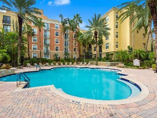 Upscale 2BR in Vibrant CityPlace w/ Pool, Spa & Gym