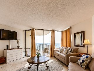 1BR Beachfront Condo w/ Balcony, Pool, Sleeps 4