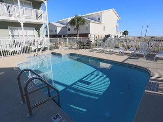 2BR, 2BA Beautiful Three C's Condo Near Gulf Shores Beaches , Pool Access