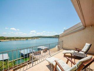 3BR Condo w/ Lake Access – Views, Pool, & Hot Tub