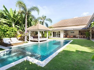 ❤$125 NOW | Private 3BR 12m Pool Villa | Full Staff |WiFi | 5mn BEACH | Sunbed