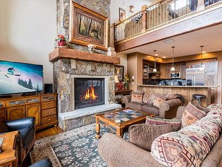 Luxury 5BR Cimarron Townhome w/Hot Tub & Game Room, Near Skiing (Sleeps 14)