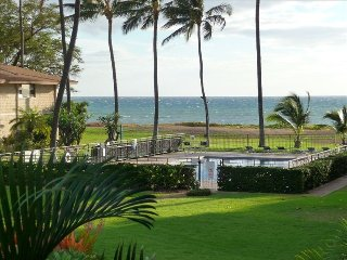 WBH D115 - Aloha Kai2, Beachfront, 1B/1Bath,Wifi,AC,Pool, Waiohuli Beach Hale