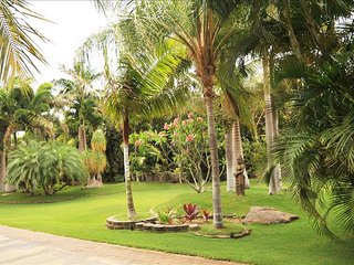 AlohaAKU Ohana2 Suite - Beachfront 2BR/2Bath, LR w/FullKit, Priv Lanai, AC