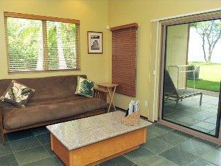 AlohaAKU Hula2 Suite, Beachfront, 1Br/1Bath, LR w/full Kit, Lanai, WiFi, AC
