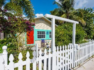 Historic 1925 Key West Style Beach Cottage – Walk to Downtown and the