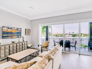 Lavish Condo w/ Outdoor Patio, Hot Tub, Pool & Intracoastal Waterway View