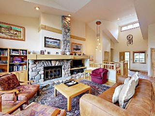 4BR, 4BA Beaver Creek Townhouse Near World Class Slopes-Ski In/Ski Out