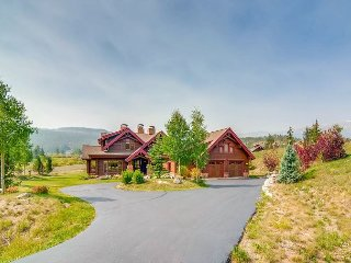3BR, 4.5BA Honka Home w/ Hot Tub, Sauna, Theater & Chef's Kitchen - Golf, Ski