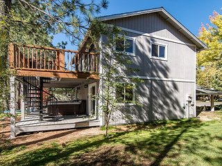 Tahoe Keys, Modern Rustic 4BR, 2.5 BA Home w/ View of Water and Freel Peak