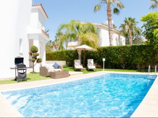 Villa Haven - Perfectly located Villa with BBQ, WIFI and UK channels. Only 500