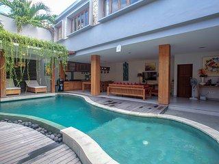 D 4BR Villa pool in Eat St Oberoi Seminyak
