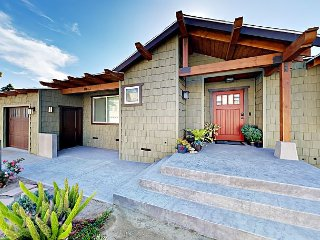 3BR, 3BA New Ventura Beach Craftsman Home with Stunning Master Suite - Walk t
