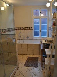 Ein hochmodernes stilvolles Bad...
