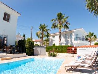 Villa Shiva 2 bedroom villa with private pool walking distance to amenities &sea
