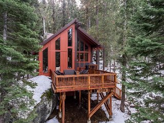 Cozy, Handcrafted Cabin in Truckee on Donner Lake, Near Skiing, Sleeps 9