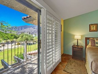 Sunny 2BR/2BA Palm Springs Country Club Condo, Amazing Location, Sleeps 4!