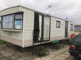 2 bed 6 berth caravan to let ingoldmells skegness