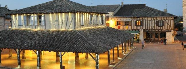 Fleur de Lys House - a stylish 4 bedroom house in Lauzun - 25 mins from Bergerac