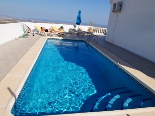 El Pinar villa with pool, panoramic views & WiFi