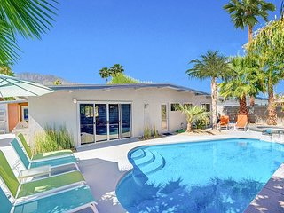 4BR/3BA Palm Spring Mid Mod House & Casita with Pool and Hot Tub