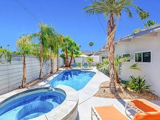 4BR/3BA Palm Spring Mid-Mod House & Casita w/ Pool and Hot Tub