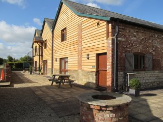 Perfect for a family of 5, The Granary, indoor pool, Gym & Sauna