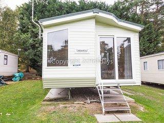 8 Berth caravan in Wild Duck Haven Holiday Park near Great Yarmouth Ref 11143