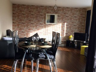 Stylish 2 bedroom apt beside Crumlin Road Gaol & close to Belfast City Centre