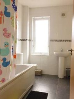 Main bathroom beside second bedroom