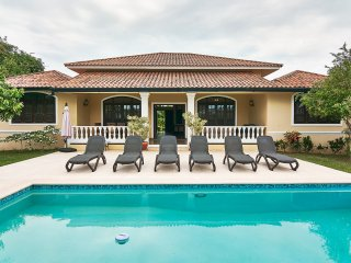 Private guest friendly 4-bedroom villa in Oceanfront resort. 24/7 security.