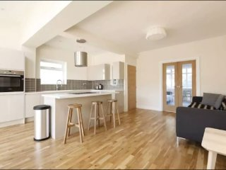 Luxury, modern house with parking by Hove Seaside - 5 minutes from Brighton