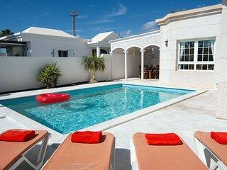 Great villa located in the Old Town of Puerto del Carmen. Air Con. Ref LVC196740