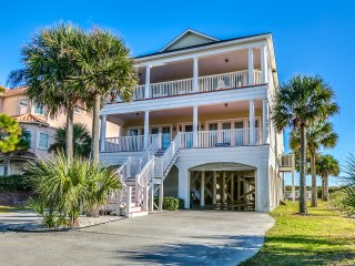 Wicker Cottage*** Luxurious and spacious oceanfront 7BR home /private pool/hotub