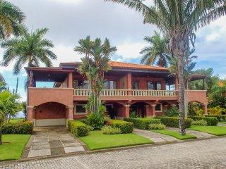 Luxury Townhome, Ocean & Mountain Views, Huge Pool!