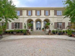 Du Valle Vineyard Estate, a Luxury Getaway