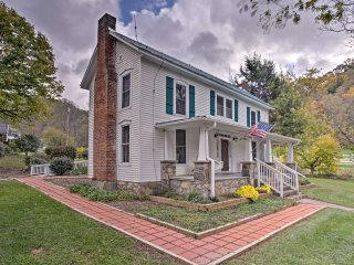 NEW! Quaint 4BR Marshall Cottage w/Private Hot Tub