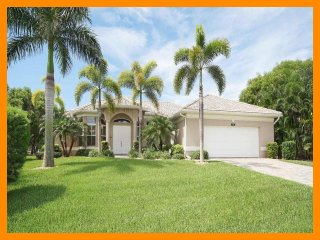 Cape Coral 302 - Luxury waterfront villa with private pool and boat dock