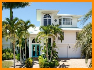 Fort Myers 2 - Beautiful waterfront villa with private pool and boat dock