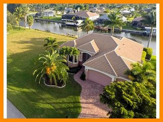 Cape Coral 297 - waterfront villa with private pool and boat dock