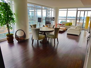 Luxury Suite with Lake and City view, Free Parking