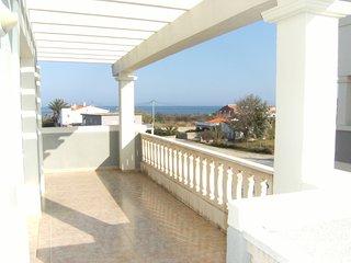 Apartamento con Piscina y Vistas al Mar