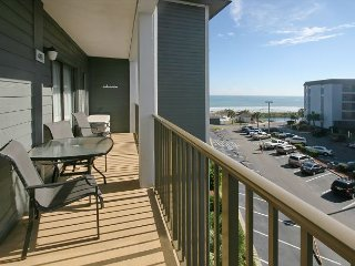 Magnificent Condo with Charming Furnishings at the Myrtle Beach Resort