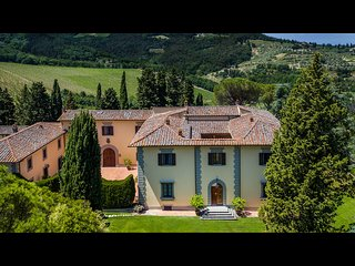 BEAUTIFUL 9BR HISTORIC TUSCAN VILLA WITH STUNNING POOL & VIEWS, IN TOP LOCATION!